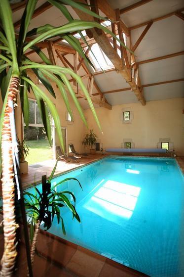 piscine d'intérieur 28° à 16kms de saint-émilion
