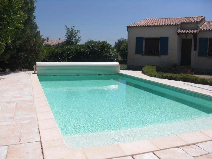 piscine 10 x 5m - Profondeur de 1,10 à 1,50m - escalier plag
