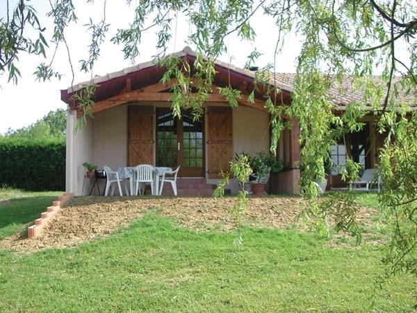 Maison Gîte Dizart avec terrasse et chambre indépendante.