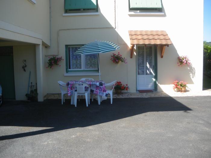 location saisonnière Neuvic, extérieur, Colette Peyruchaud