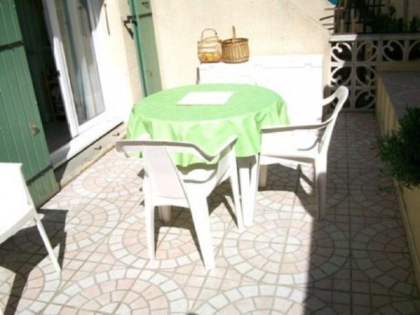 Location vacances Marseillan -  Appartement - 5 personnes - Salon de jardin - Photo N° 1