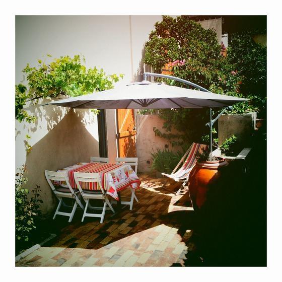 Location vacances Saint-Mandrier-sur-Mer -  Appartement - 4 personnes - Salon de jardin - Photo N° 1