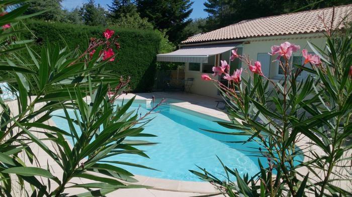 studio vue sur piscine