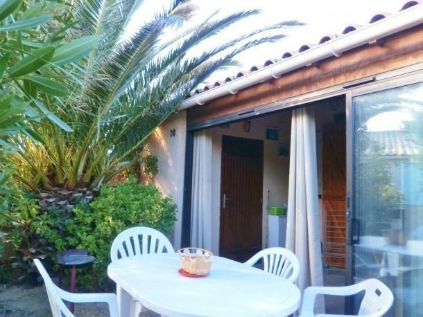 Location vacances Gruissan -  Maison - 6 personnes - Salon de jardin - Photo N° 1