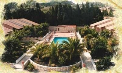 Gîtes 4 pers, 6 pers, 8/10 pers,  groupe possible, dans cadre tropicale avec piscine. - Roquefort-des-Corbières