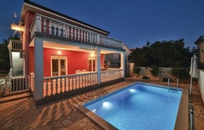 Villa CDE-ROB120.