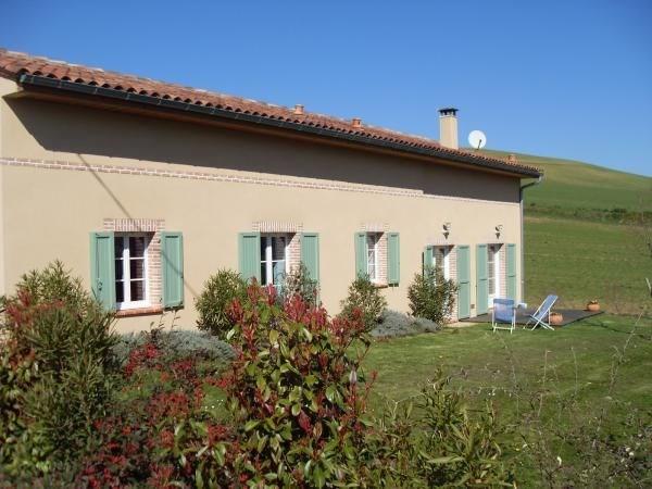 Profitez d'un séjour tout confort dans notre agréable maison de campagne (109 m²) rénovée à neuf en 2010, située à Ga...