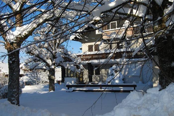 Le chalet, sous la neige