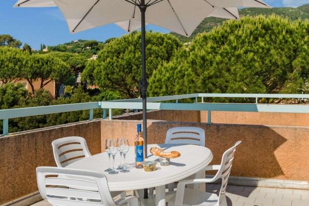 Location vacances Cavalaire-sur-Mer -  Appartement - 5 personnes - Jardin - Photo N° 1