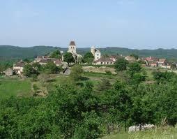 Village des Arques à 1 km.