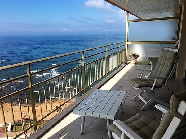 Face à la mer avec une superbe terrasse.