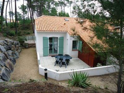 Maison 3 pièces + mezzanine de 38 m² environ pour 5 personnes située dans la pinède, à environ 1 km 500 des plages de...