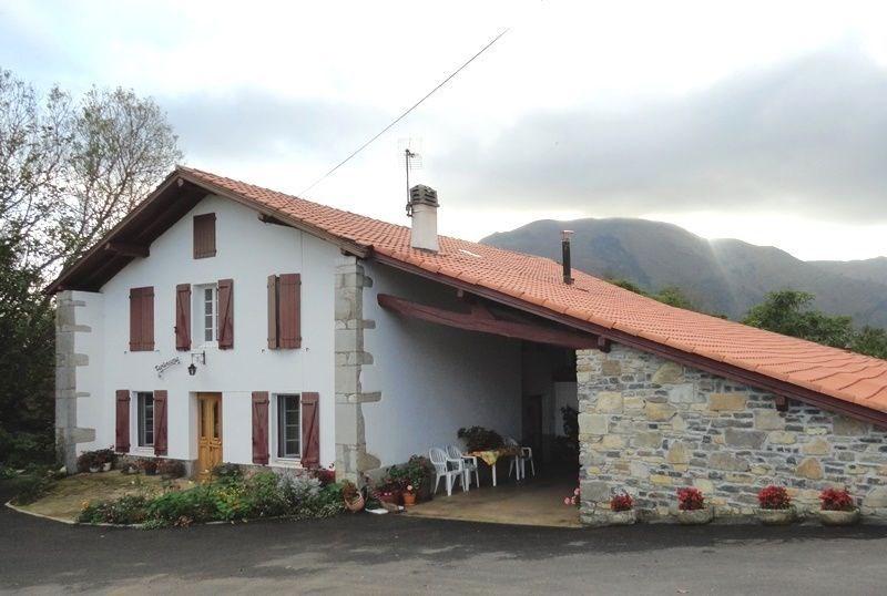 A 350 m d'altitude, vous serez séduits par cet appartement charmant à 10 km de St Jean Pied de Port. En montagne, vou...