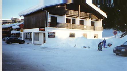 Immeuble au centre de la station du Praz de Lys