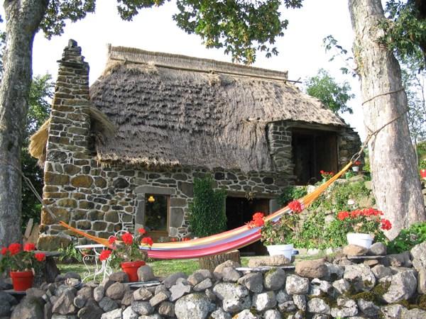 Location vacances Saint-Front -  Gite - 4 personnes - Salon de jardin - Photo N° 1