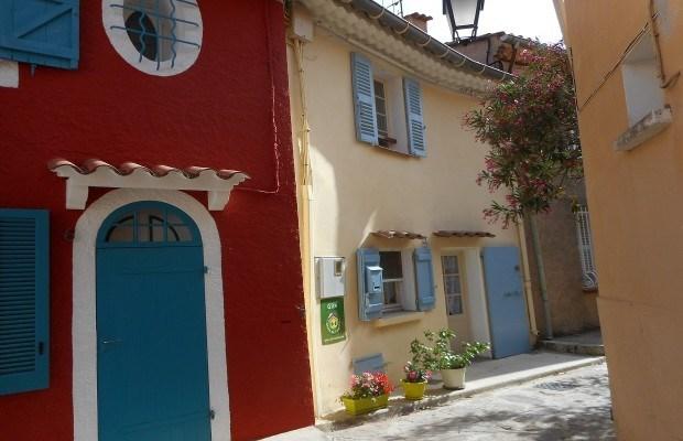 Location vacances Bormes-les-Mimosas -  Maison - 3 personnes - Salon de jardin - Photo N° 1