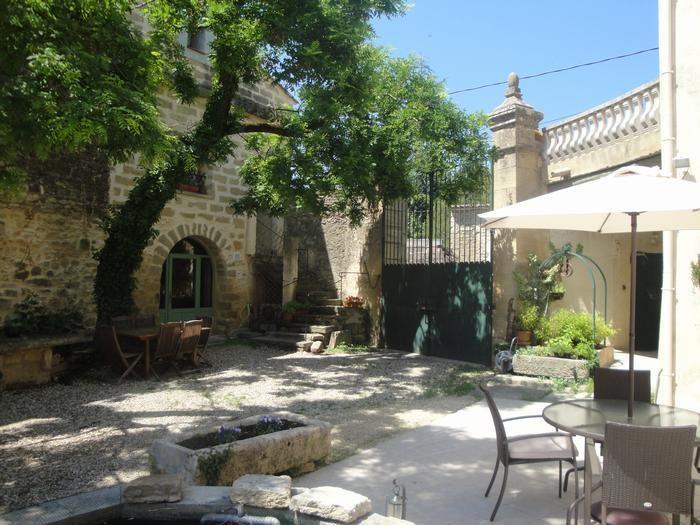 La Corte y la entrada de la Bastide