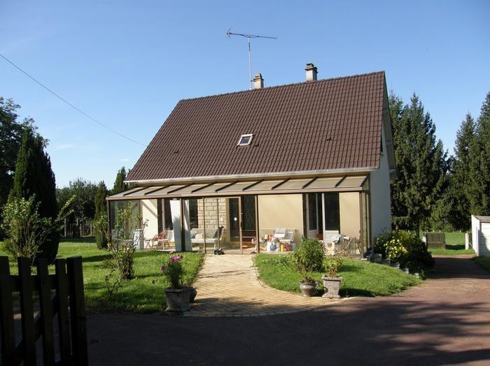 Maison côté entrée avec véranda