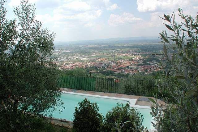 Jolie maisonnette en pierre, sur la colline, avec panorama infini sur le bourg de Castiglion et sur toute la vallée s...