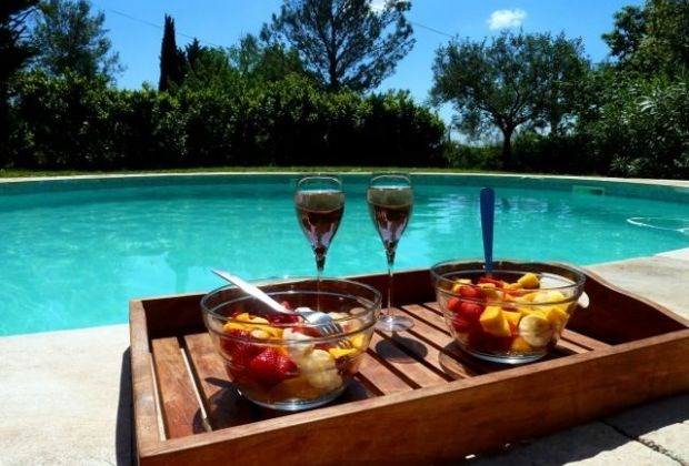Il s'agit d'une maison de vacances typiquement provençal, située à St Maximin (Languedoc-Roussillon)...