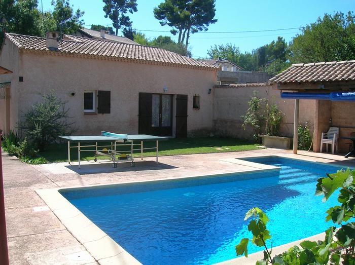 1 coté piscine avec la villa