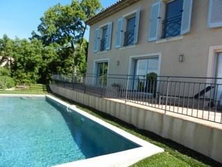 Très agréable et jolie villa neuve avec belle vue mer et piscine