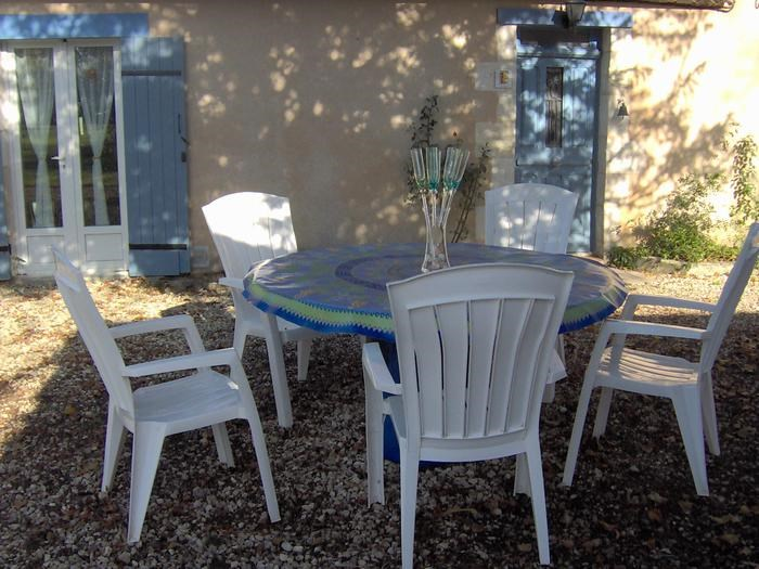 Location vacances Eyliac -  Maison - 8 personnes - Barbecue - Photo N° 1