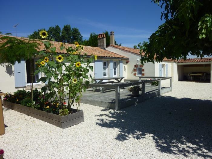 Location vacances Vouillé-les-Marais -  Maison - 8 personnes - Barbecue - Photo N° 1