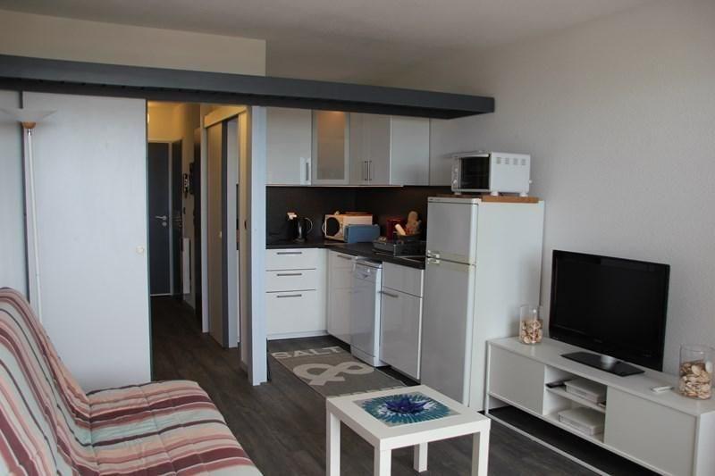 Appartement studio cabine situé au premier étage de la résidence en bordure directe de la plage sur l'océan, ascenseu...