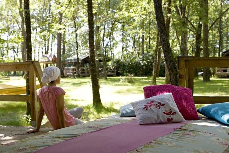 La Parenthèse - Camping Les Ormes, 86 emplacements, 48 locatifs