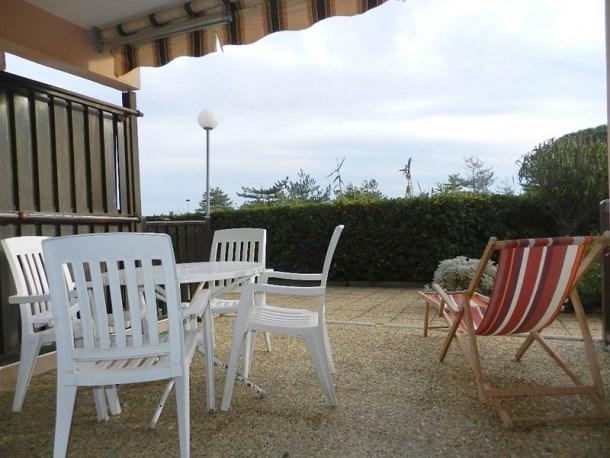 LA FAVIERE - Rez-de-jardin pour 4 personnes. Piscine et tennis.Proximité plage.