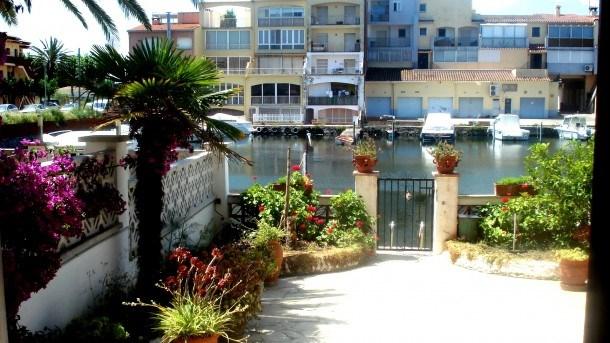 Appartement tout confort sur canal Réf 81