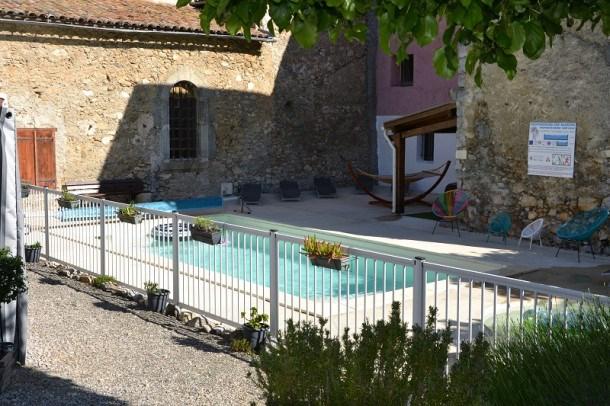 Location vacances Roquefeuil -  Maison - 6 personnes - Salon de jardin - Photo N° 1