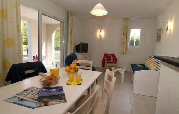 Location vacances Six-Fours-les-Plages -  Appartement - 6 personnes - Congélateur - Photo N° 1