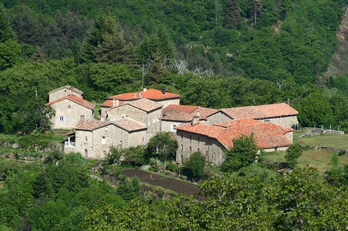 Vue du hameau de Serrepuy