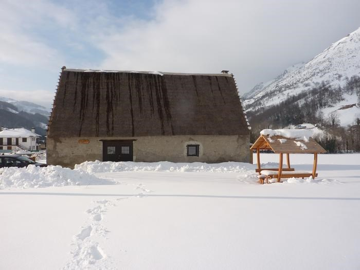 Location vacances Campan -  Maison - 6 personnes - Barbecue - Photo N° 1