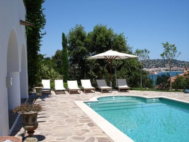 Villa L'Ajoucadou est une ravissante villa de vacances (300m² habitables), construite en 1925, offrant un panorama ex...