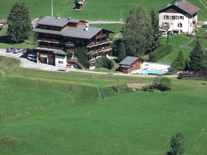 la residence Petit Tétras,piscine chauffée en été,