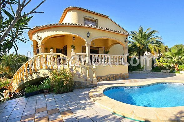 villa avec piscine privée pour 8 personnes - A 500m de la plage |olllob