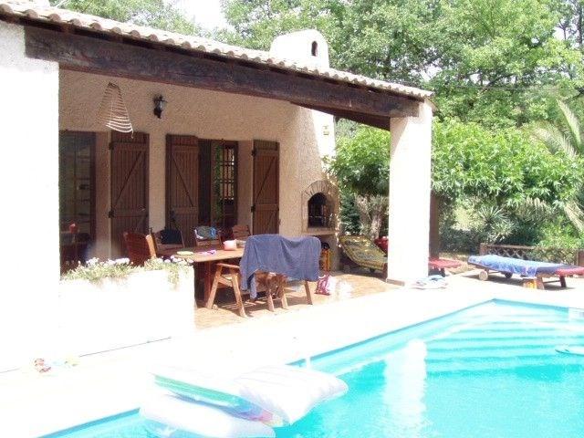 Les Cyprès est une magnifique maison de vacances typiquement provençale, située près du ravissant village de Lorgues ...