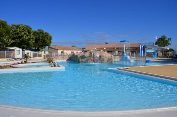 AIROTEL CAMPING BON PORT - LE PATIO (4 PERS) TV + CLIMATISE /Animaux interdits