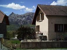 vue exterieure de la villa  avec vue montagne