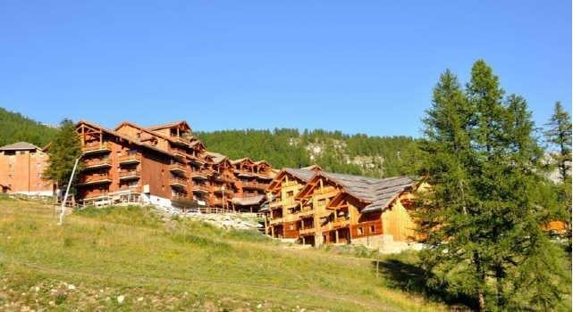 Appartements*** 4 à 10 personnes pour les activités d'été dans le Parc des Écrins  à 1800m d'altitude - Hautes Alpes .