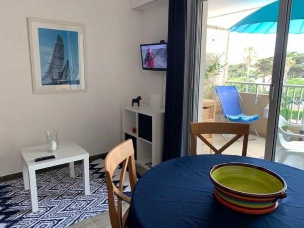 Studio cabine 4 personnes rénové avec parking- Hyères Port