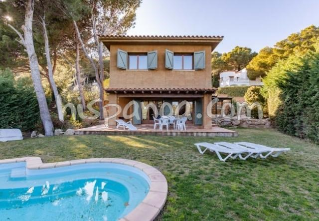 Location vacances Begur -  Gite - 7 personnes - Salon de jardin - Photo N° 1