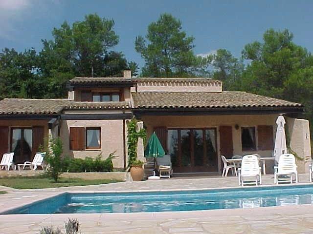 Il s'agit d'une ravissante maison de vacances située dans le village du même nom, à 2,5km de Flayosc (Provence-Alpes-...
