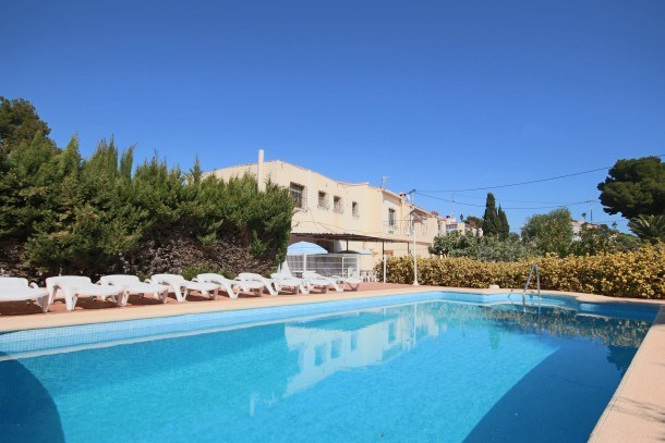 Huge 6BD Villa - 100 m to the Sea. Walk to the Beach, Restaurants & Shops
