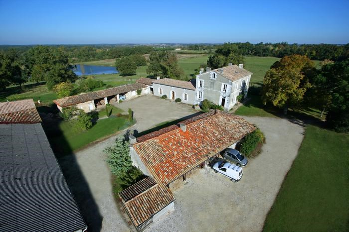 Holiday rentals Montlieu-la-Garde - B&B - 11 persons - BBQ - Photo N° 1