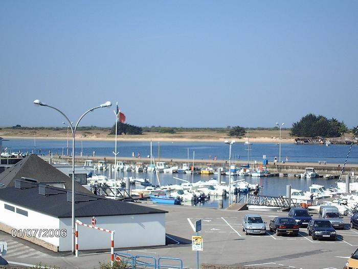 vue sur le port de plaisance et la mer du balcon de l'appart
