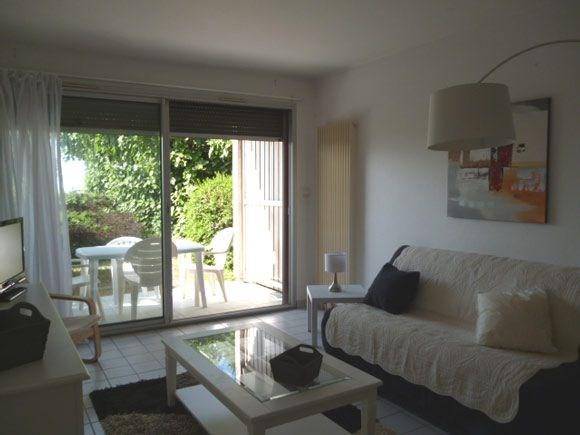 Dans petite résidence en front de mer et à 200 mètres du port de plaisance - Beau studio en rez-de-chaussée exposé pl...
